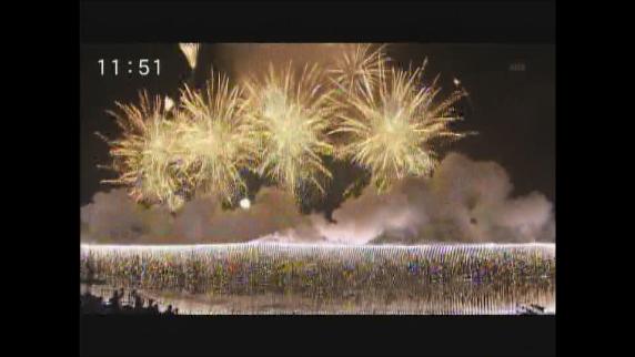 諏訪湖花火 4万発が彩る