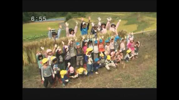飯田市のよこね田んぼ  園児が稲刈りに挑戦!