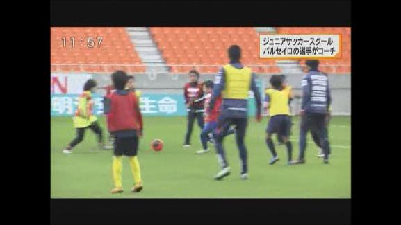 AC長野パルセイロの選手がコーチ 長野市で「ジュニアサッカースクール」